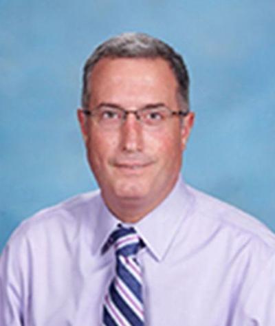 Директор католической школы, который привез детей на экскурсию, арестован в стриптиз-клубе за дебош В столице США был задержан 47-летний Майкл Камю, директор католической школы Святого Семейства