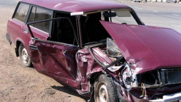 В Таганроге 18-летний парень угнал автомобиль «ВАЗ-2104» и разбил его на одной из улиц города
