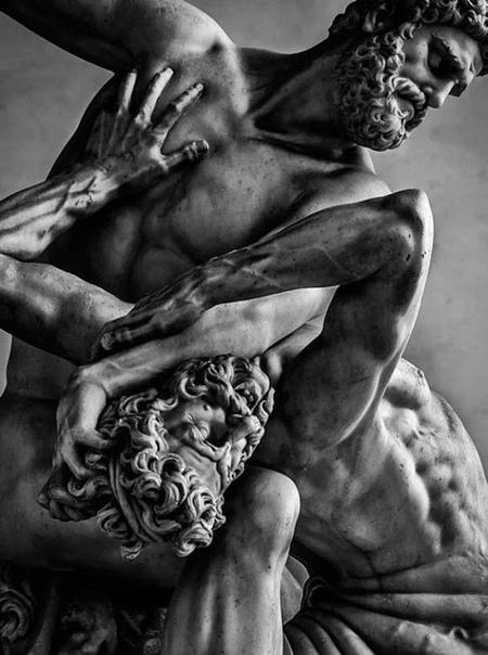 Мраморная статуя «Геркулес и кентавр Несс» скульптора Джамболоньи (Флоренция, Лоджия Ланци, 1599 год .