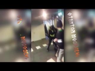 Толпа пьяных школьников избила полицейск...молод жь  (720p).mp4