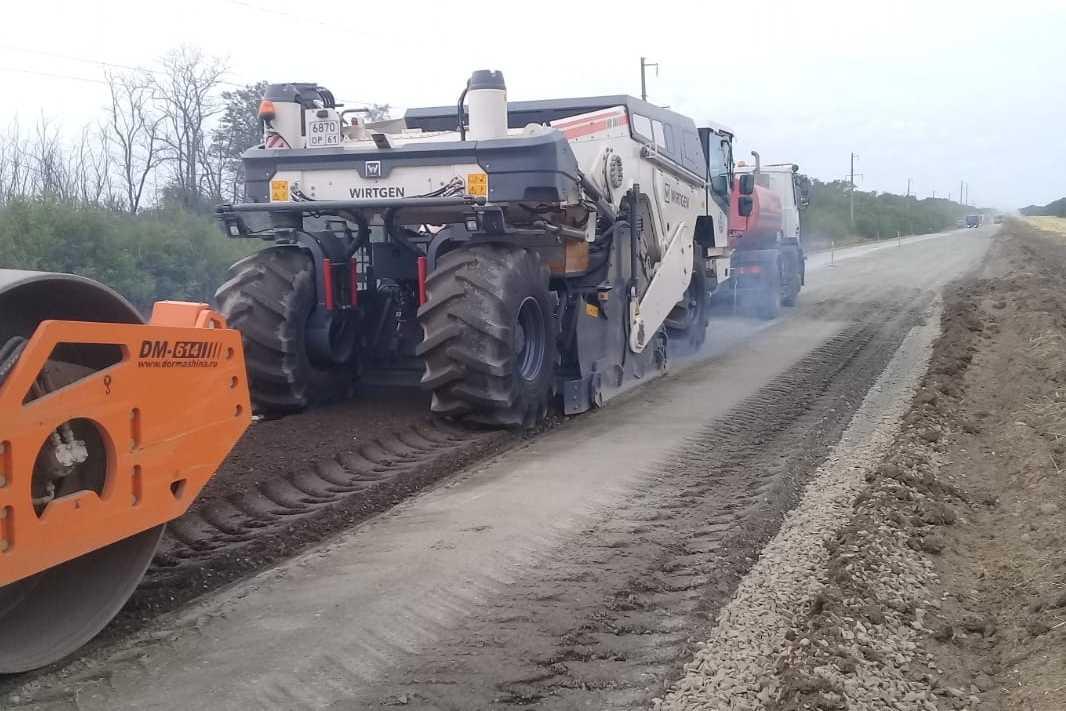 Под Таганрогом и в области продолжается капитальный ремонт региональных трасс
