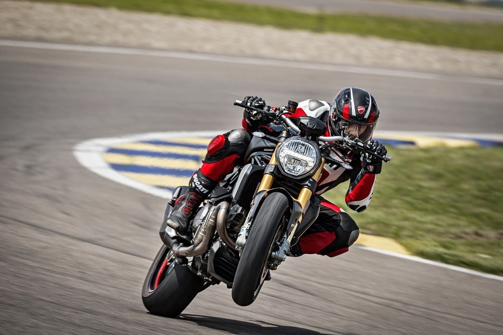 Нейкед Ducati Monster 1200S Black on Black 2020
