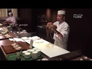 Xem đầu bếp nhật bản làm thịt con bạch tuộc sống khổng lồ chuyên nghiệp và đẳng cấp