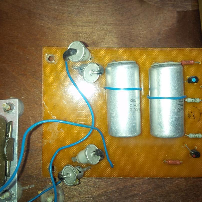 Д226Б, издревле применявшиеся в выпрямителях слаботочной аппаратуры с конца 60х годов у нас.