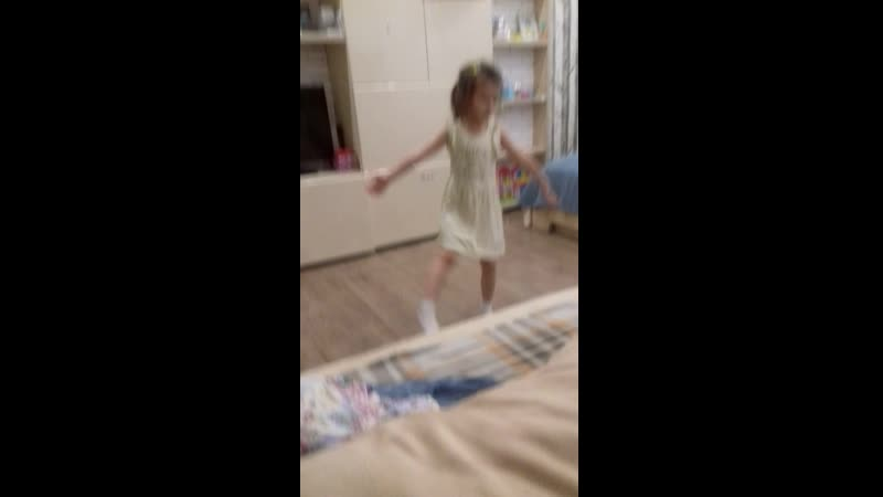 лейла танцует