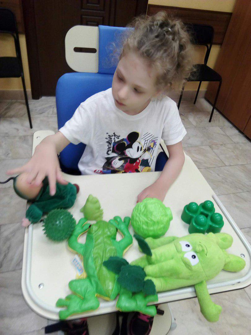 Дети из отделения социальной реабилитации в Выхине-Жулебине изучают цвета необычным способом