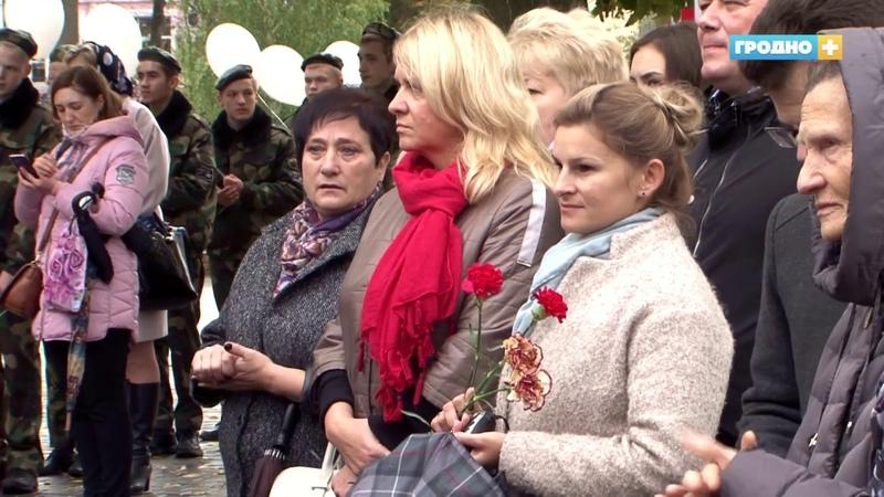Гродно передали капсулу с землей воинских захоронений в Свято-Покровский собор