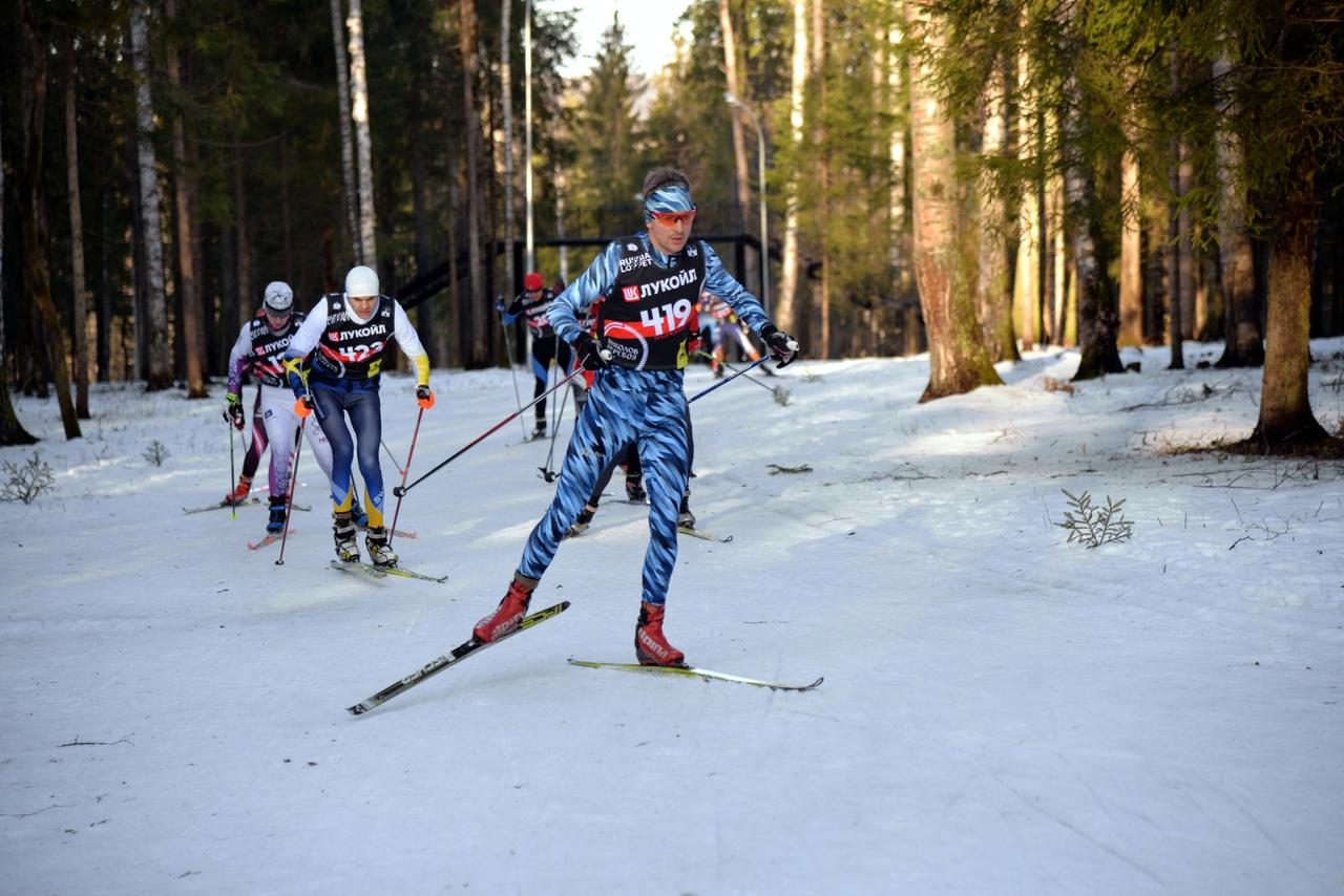 На дистанции гонки организатор и основатель стартов серии GROM Михаил Громов