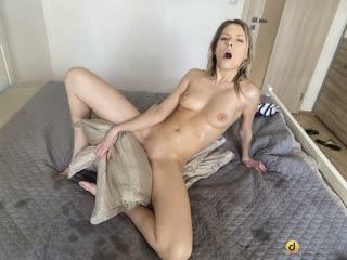 Rebecca Volpetti - Wet pussy longs for lockdown love ( г., Solo, Masturbation, Toys, 1080p]