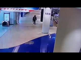 Update Video of the shooter in Terminal 21 shopping mall in Nakhon Ratchasima.Thailand โคราช