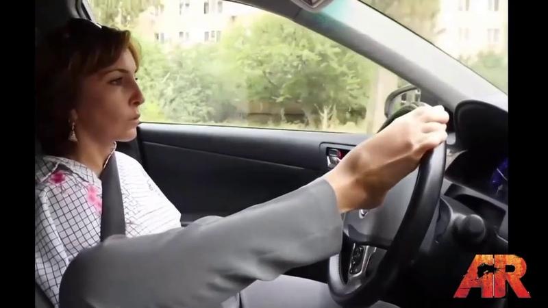 Люди с большой силой воли Женщина без рук водит машину