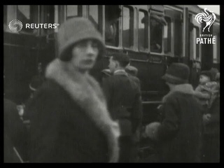 Emigrants leave Cardiff for Canada (1929)