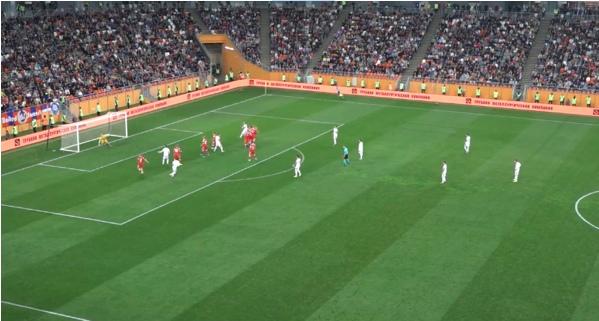 Удар следует во вратарский угол, Сафонов не готов категорически, но мяч не попадает в створ.