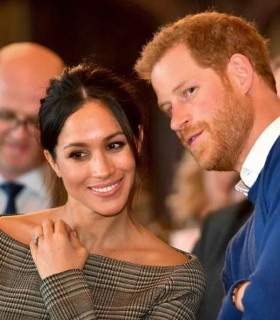 Принц Гарри и Меган Маркл сложили с себя королевские полномочия! Теперь будут обеспечивать себя сами и жить как простые