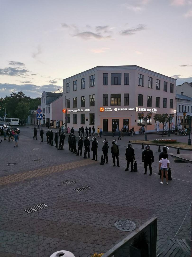 В Бресте на проспекте Машерова стрельба: сильный шум, взрывы, выстрелы, как на войне