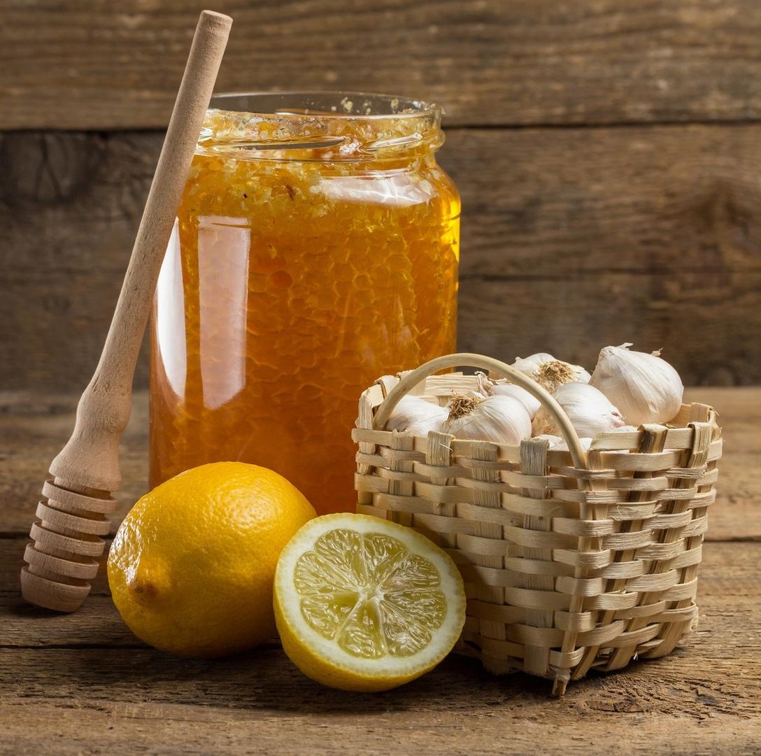 Мед + чеснок + лимон для чистки сосудов, от простуды: рецепт, как принимать
