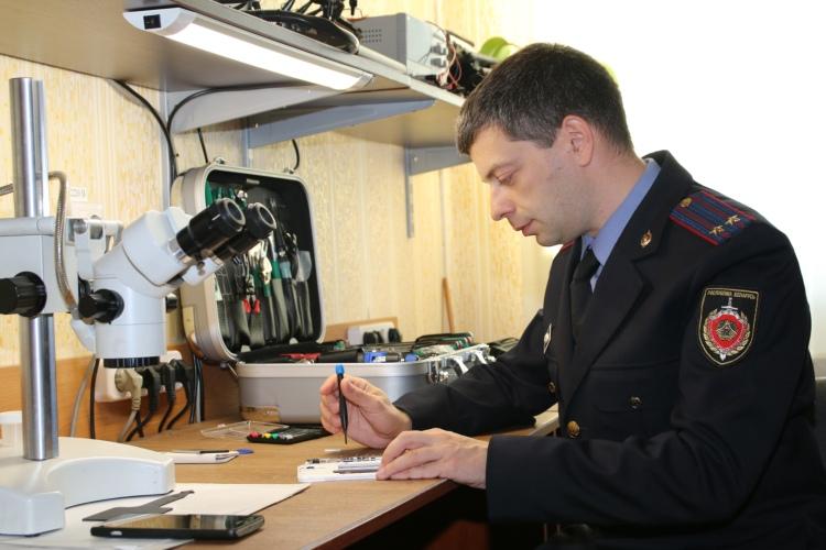 Брестчанин в салоне сотовой связи купил телефон с дефектом, доказать это ему помогла экспертиза