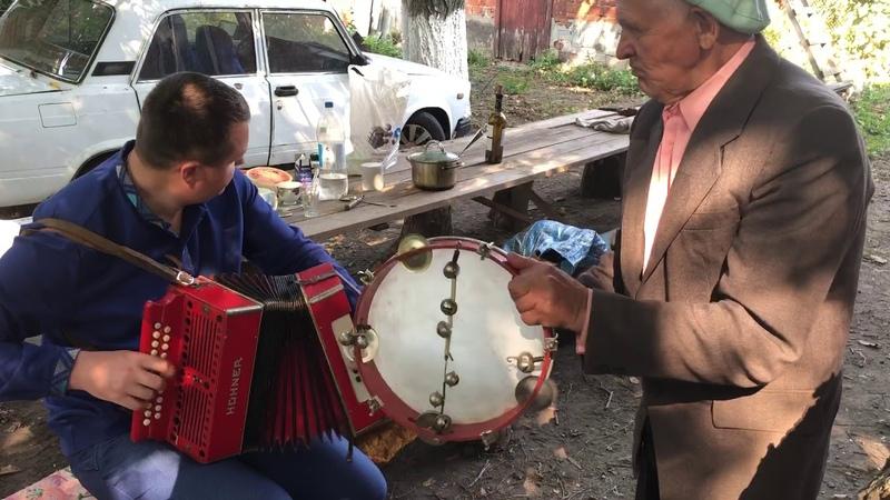 Дедушка 80 лет и я играем польки