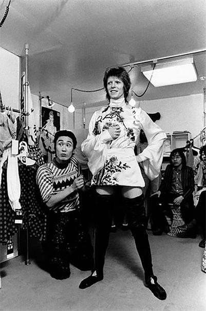 В Японии умер дизайнер Кансай Ямамото, создававший легендарные костюмы для Дэвида Боуи в 70-х Сегодня стало известно, что в Японии в возрасте 76 лет умер известный дизайнер Кансай Ямамото.