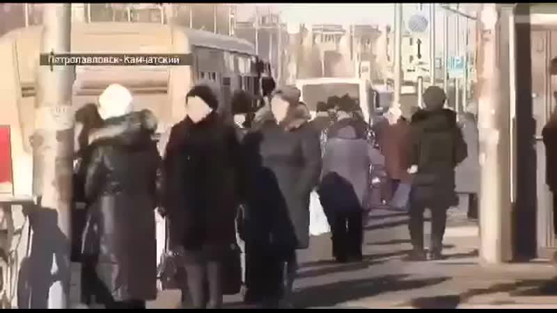 Телеведущая Александра Новикова из ГТРК Россия засмеялась рассказывая новости mp4