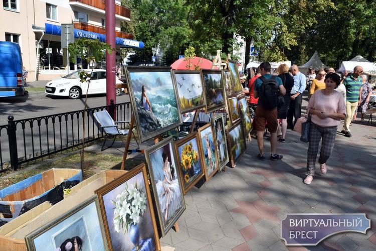 Этой ярмарки краски... Как и чем торговали на улице Гоголя в Бресте