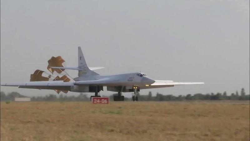 Российские Ту-160 выполнили ночной полет над Индийским океаном.