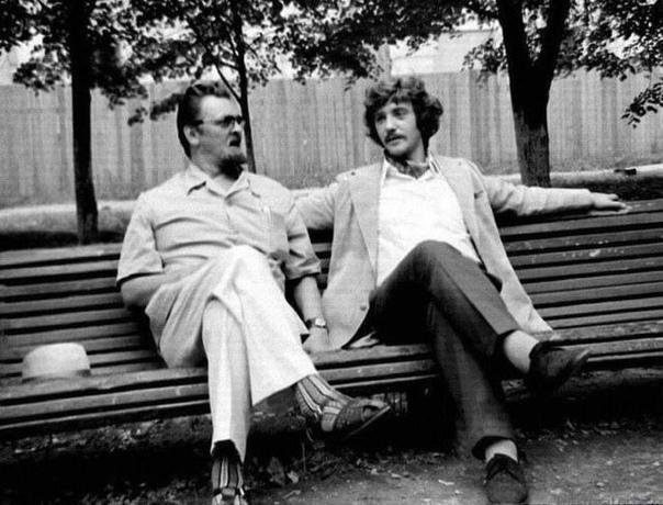 Управдом Бунша (Ю. Яковлев) и Жорж Милославский (Л. Куравлев) в перерыве между съемками, 1973 год, Москва.... Кто ваш любимый герой этого фильма