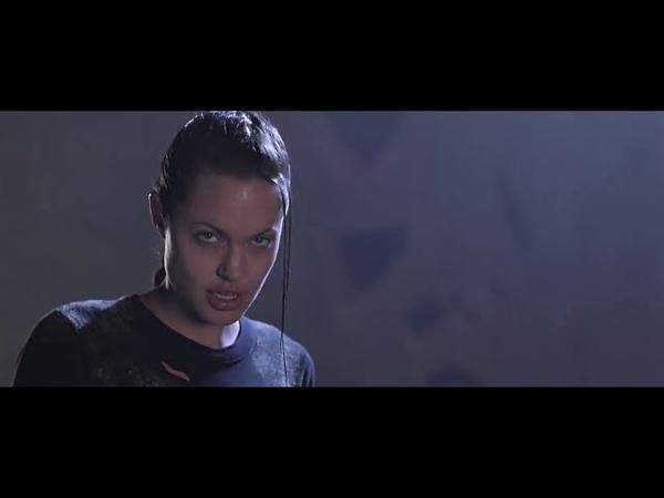 Анджелина Джоли против робота Лара Крофт Расхитительница гробниц 2001