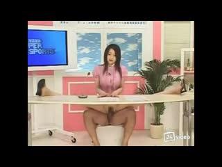 Японские новости.Сидит на члене и читает новости.Показала грудь.Телешоу Japanese Bukkake News (Японские Новости для взрослых, Шо