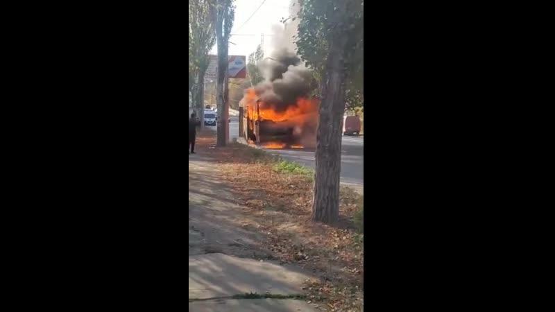 Сгорел автобус №121 на Макеевском шоссе недалеко от Галактики