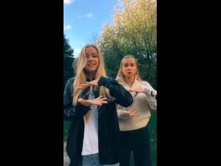Iza and Elle 1371vid