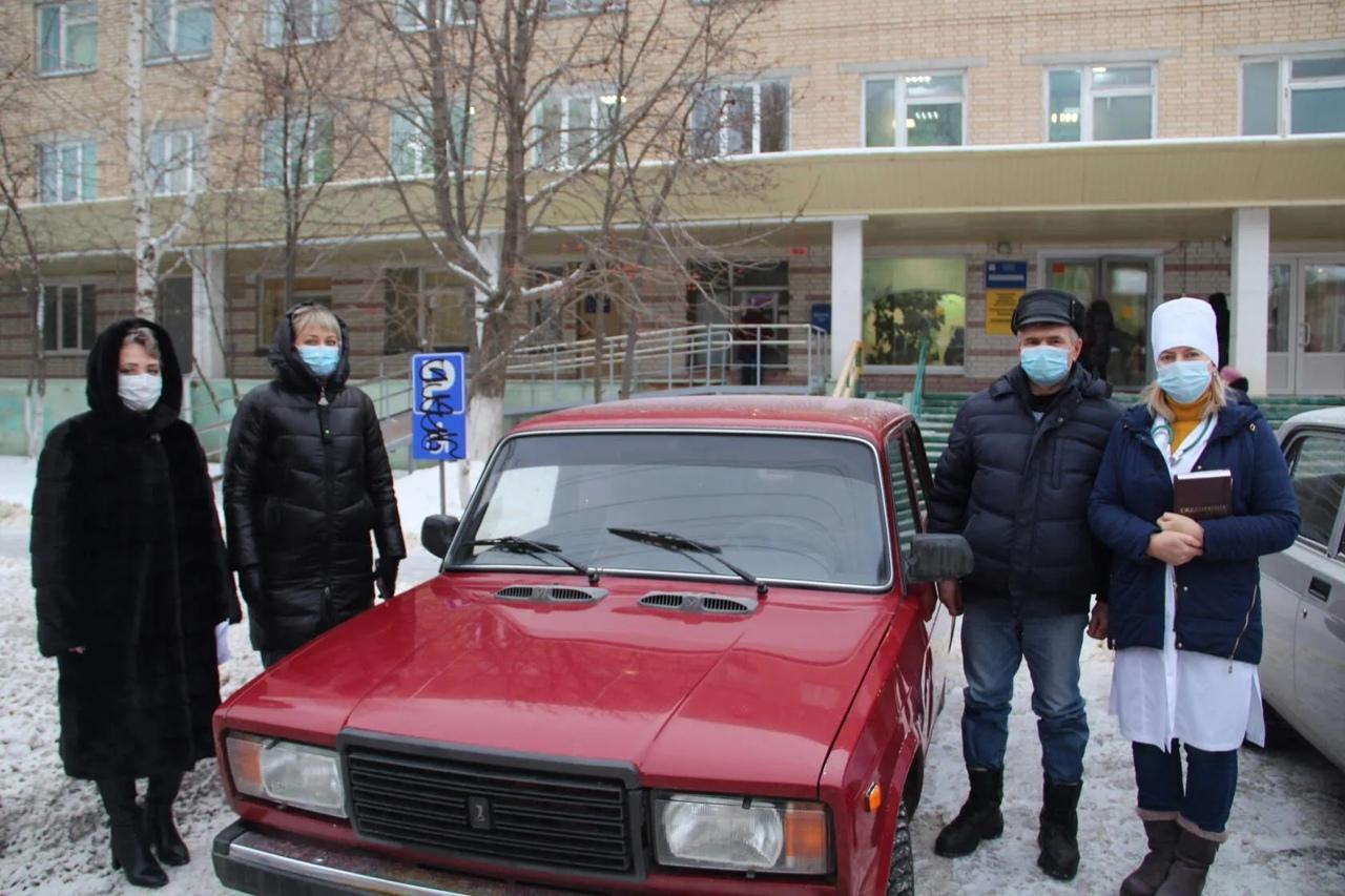 Детской поликлинике Петровска передан автомобиль Центра социального обслуживания населения