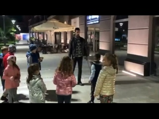Новак Джокович даёт советы мальчику в Белграде