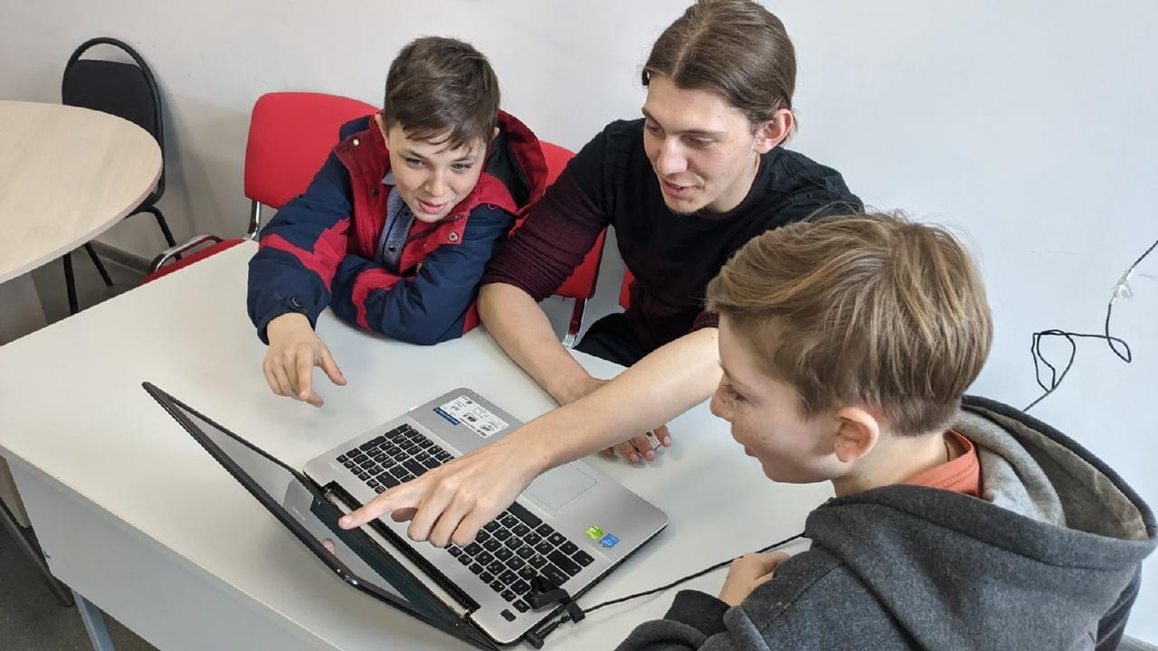 Петровские школьники участвуют в конкурсе авторских сайтов