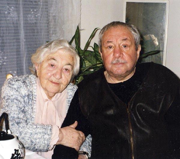 Эрнст Неизвестный с мамой. 2000-е.