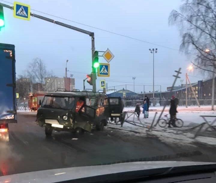 ДТП у перекрестка Чернопрудной и проспекта Фрунзе, 23 ноября 2020