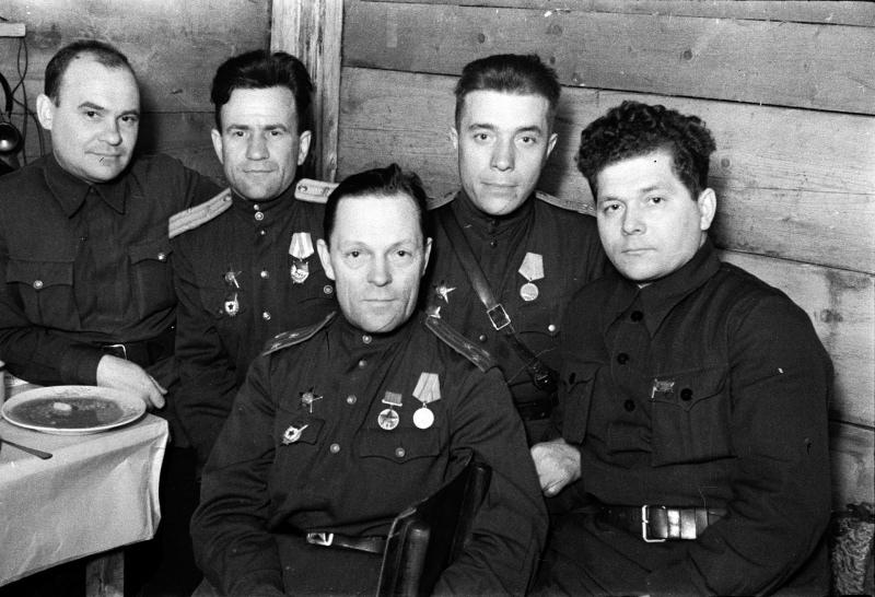 Офицеры УДтк, Н.Г. Жуков второй справа.