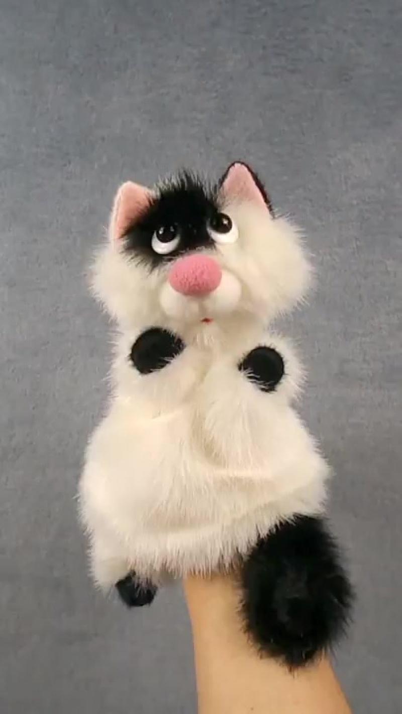 Белый котёнок с чёрным пятнышком. Бибабо.