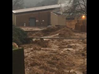 Мощный ливневый паводок в городе Сонора (Калифорния, 7 марта 2019).