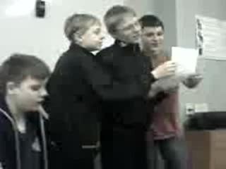 наши мальчики поют на замечательном уроке английского языка там даже слышен голос нашей классной учительницы=))