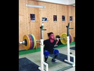 Олег Чен - приседания 180