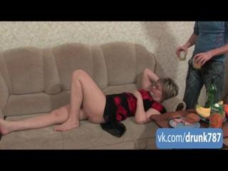 Пьяная тетя Таня трахается с молодым парнем [кунилингус раком сосет кончает пьяную анал рот куни порно porno]