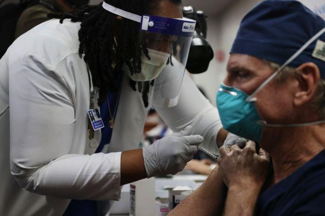 В Швейцарии 16 человек умерли после вакцинации от коронавируса