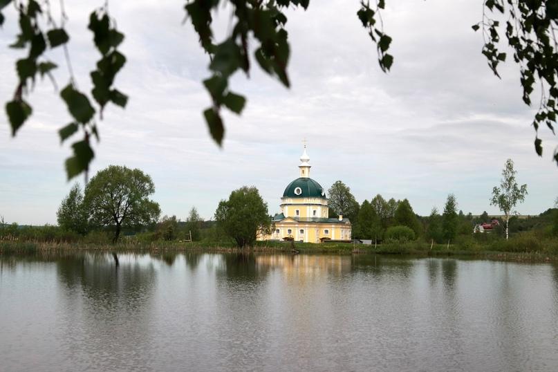 Вид на Михаило-Архангельский храм