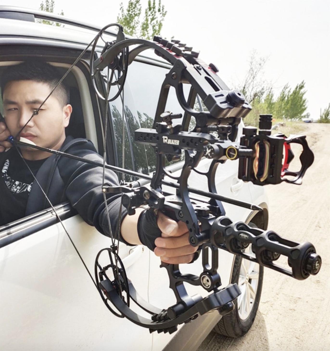 Мощный охотничий лук может пригодится для самообороны на дороге