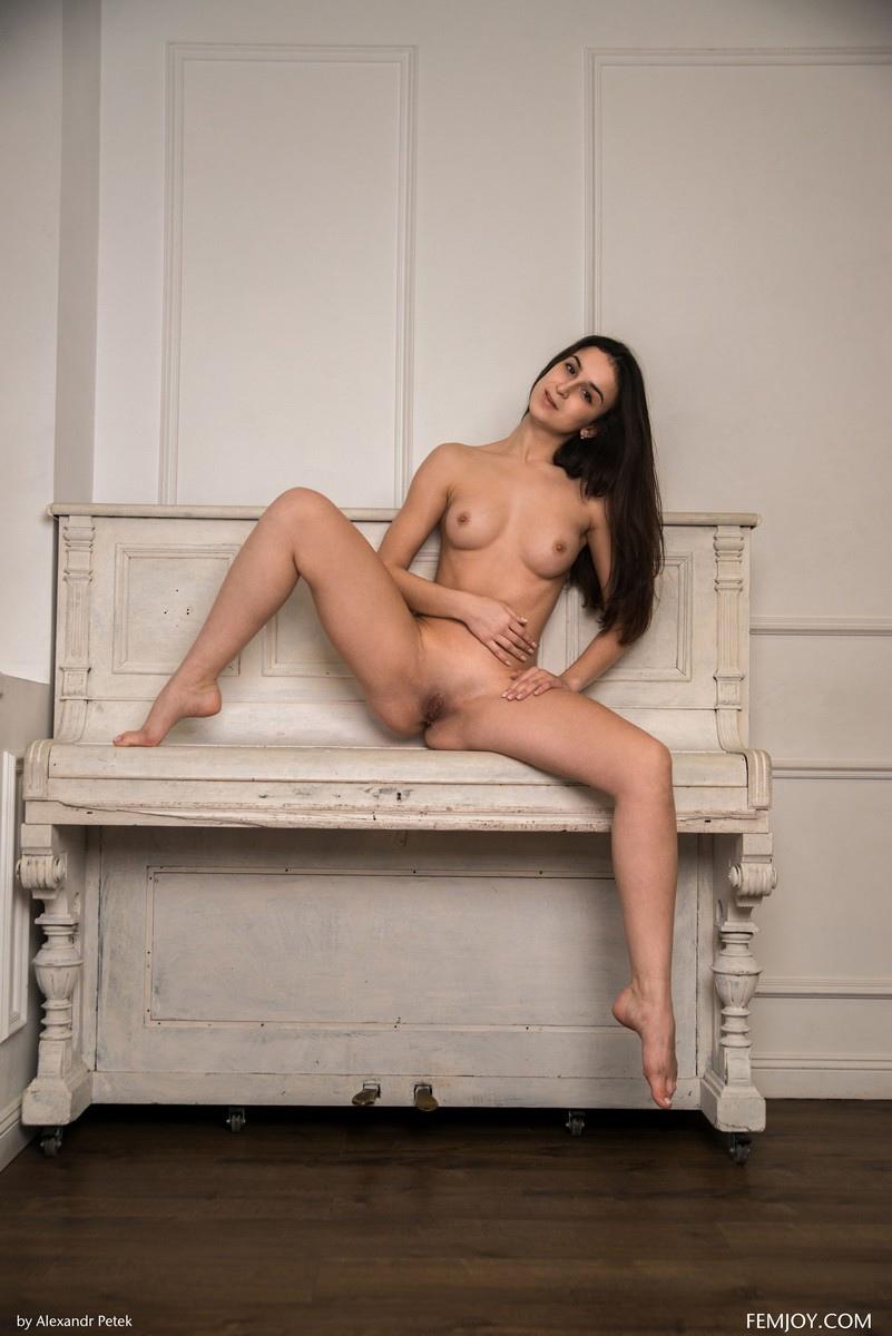 Emira K