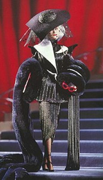 Екатерина Лондон: Cruella De Vil Power in Pinstripes™ Doll 1996 Disney Great Villains Collection™ Collector Edition  к сожалению, только такого качества промку нашла в инете(
