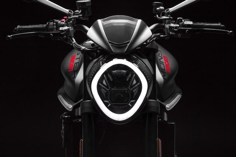 Новый нейкед Ducati Monster 2021