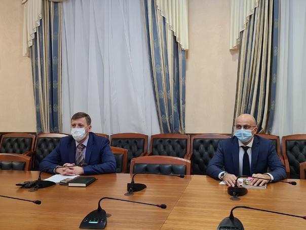 Губернатор Югры Наталья Комарова провела прямой эф...