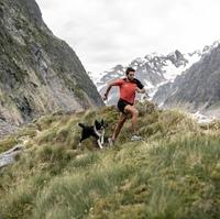 Сколько дней требуется альпинисту, чтобы взойти и спуститься с Монблана - высочайшей вершины Альп? Испанскому скайраннеру Мануэлю Мерильясу потребовались 6 часов 35 минут и 32 секунды (это новый мировой рекорд).